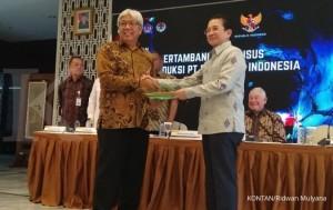 Pemberian IUPK Definitif PTFI oleh Dirjen Minerba Kementerian ESDM Bambang Gatot Ariyono kepada Dirut PTFI Tony Wenas di Kantor Kementerian ESDM, Jum'at (21/12) Inalum Dapatkan 51,23% Saham, Operator Masih Dipegang PT Freeport Indonesia